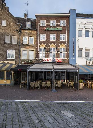 Cafe op horecaplein van Roermond