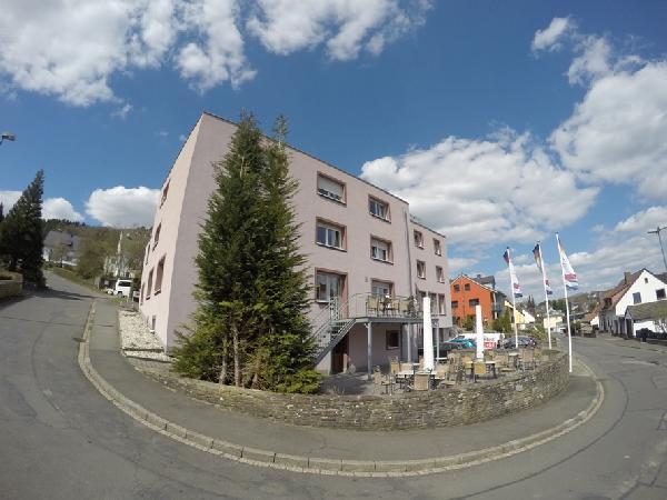 Modern en compleet gerenoveerd hotel Vulkaaneifel/Moezel foto 1
