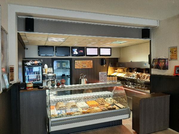 Uitstekend geoutilleerd cafetaria foto 2
