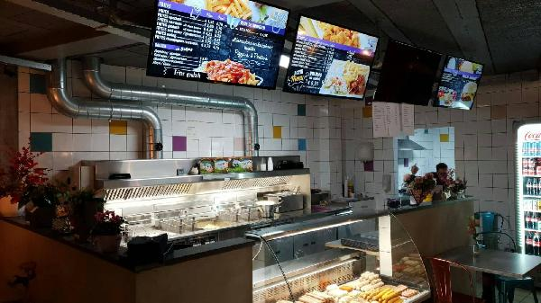 Cafetaria met bovenwoning foto 1