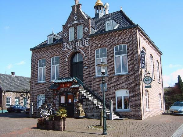 Restaurant 't Raadhuis te Belfeld (gemeente Venlo) foto 1
