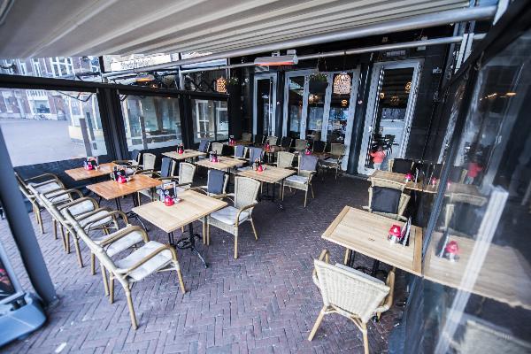 Cafe op horecaplein van Roermond foto 18